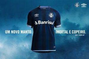 67ae9053c3dff A terceira camisa do clube ficou na segunda opção com mais de 800 votos. A  camisa apresenta dois tons de azul