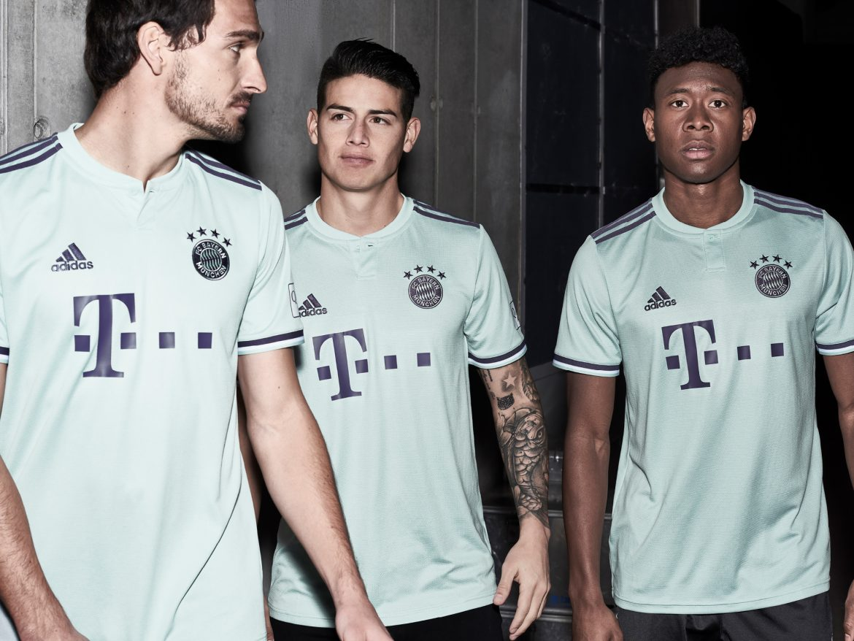 A história das camisas do Bayern de Munique 04cd5ebba9920