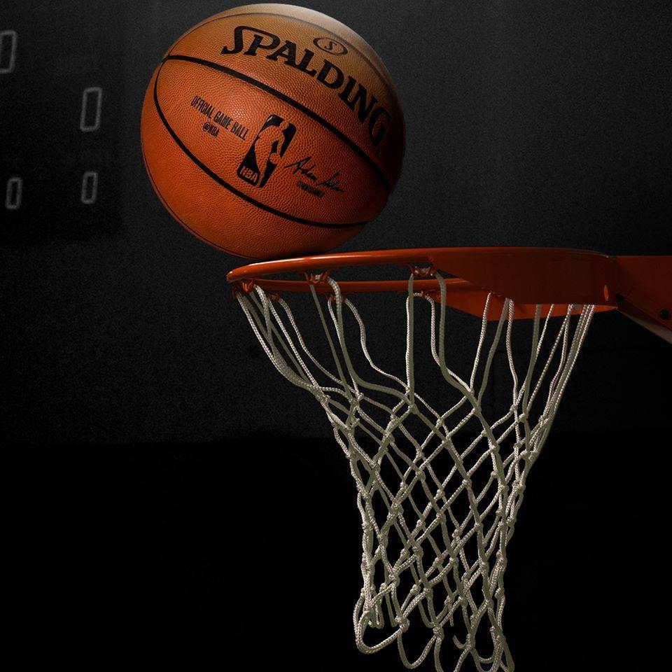 Bola de basquete no aro