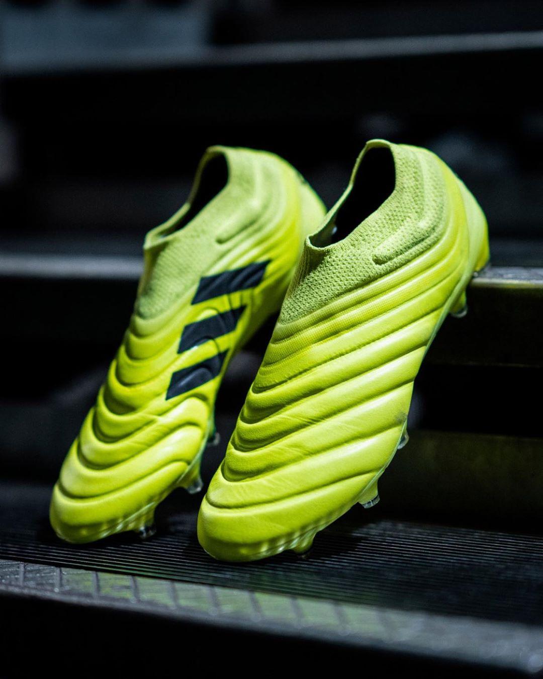 Copa é uma das chuteiras da Adidas mostrada em detalhes