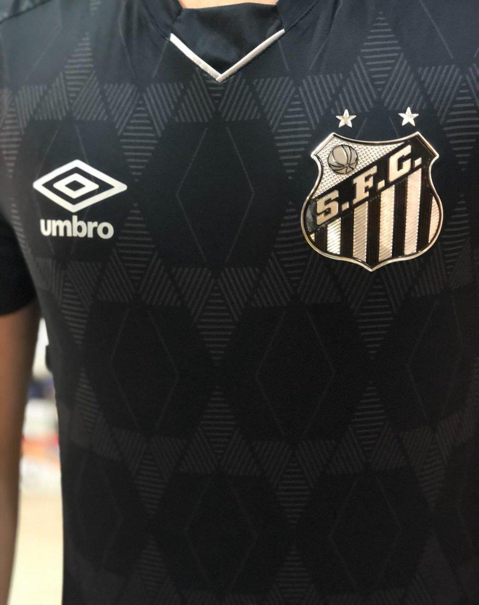 Detalhes da frente da nova camisa 3 do Santos