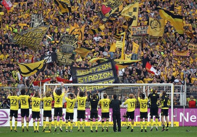 Canto de torcida do Borussia Dortmund