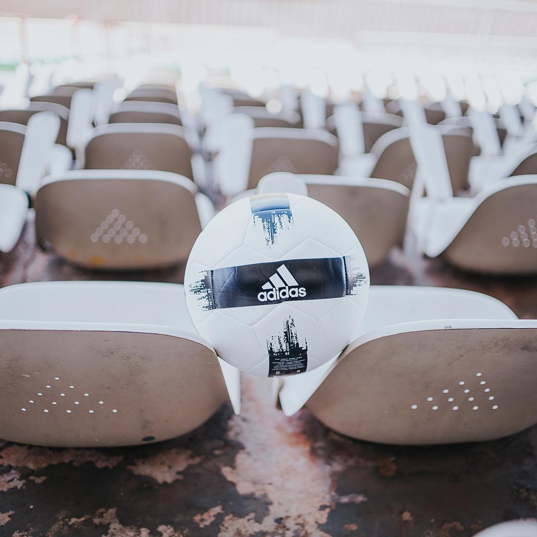 Bolas de futebol baratas da Adidas para campo
