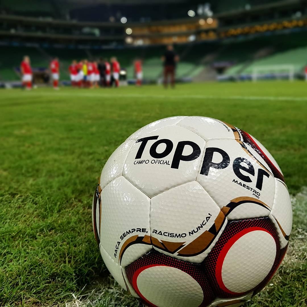 Bolas de futebol baratas da Topper para campo