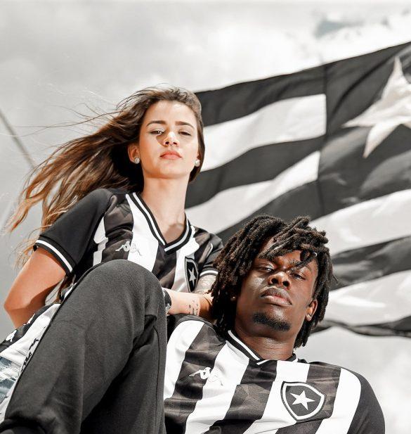 A nova camisa do Botafogo tem as tradicionais listras pretas e brancas
