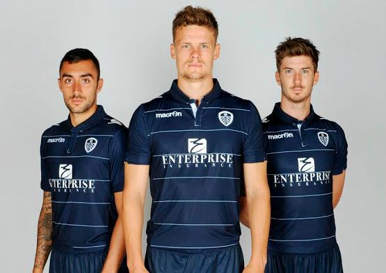 Camisas de times em promoção: Leeds United