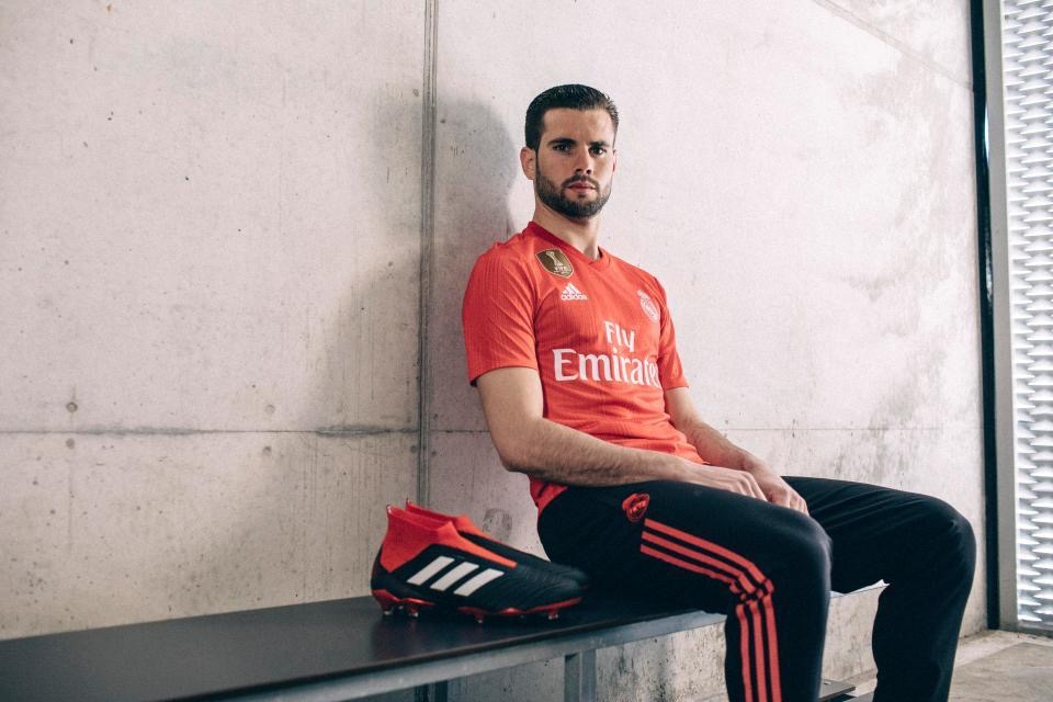 Camisas de times em promoção: Real Madrid third