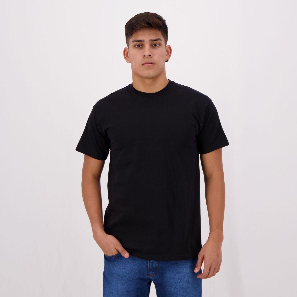 Estilo urbano com camisetas básicas