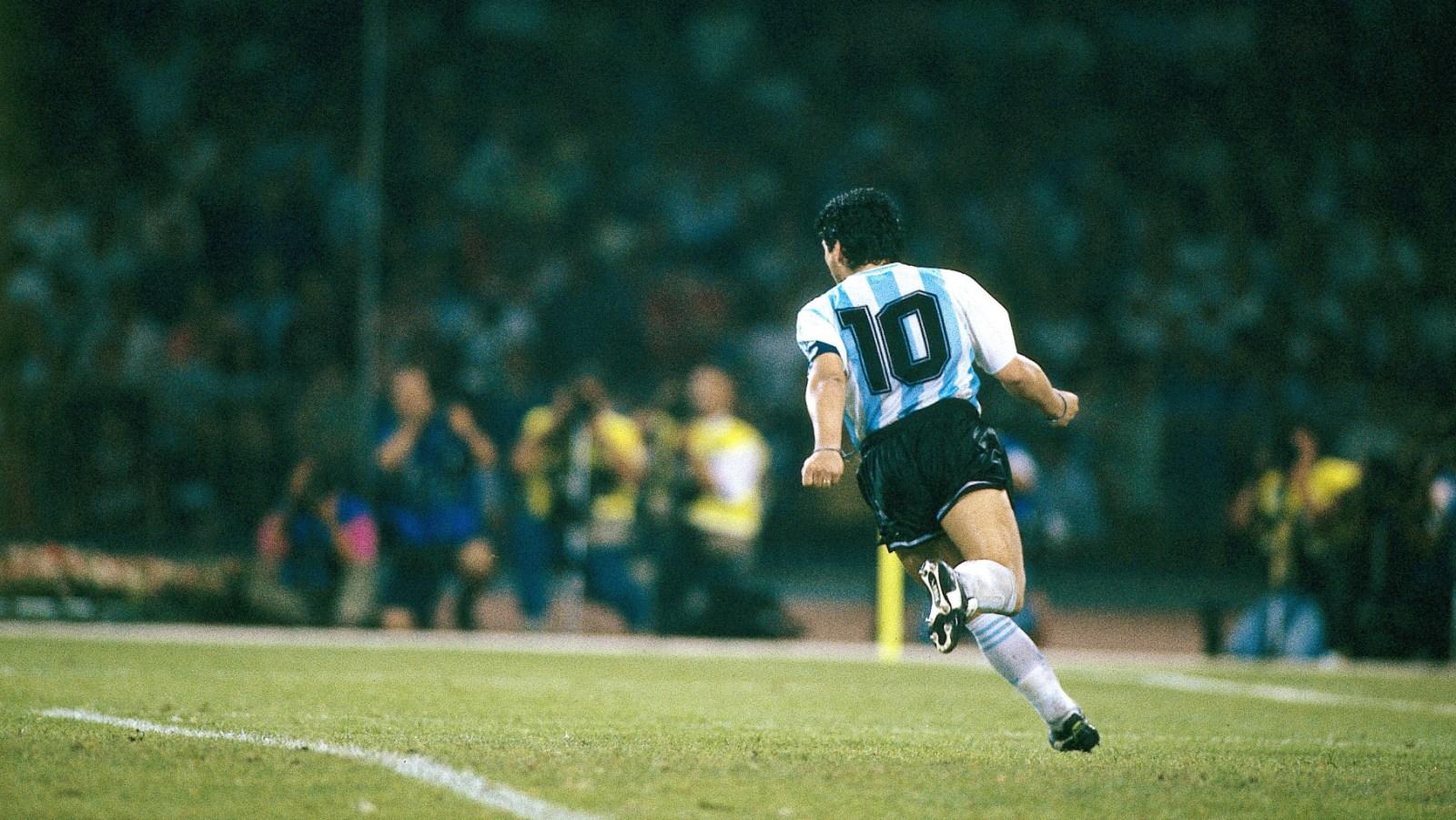 Personalização nas camisas: a 10 do Maradona