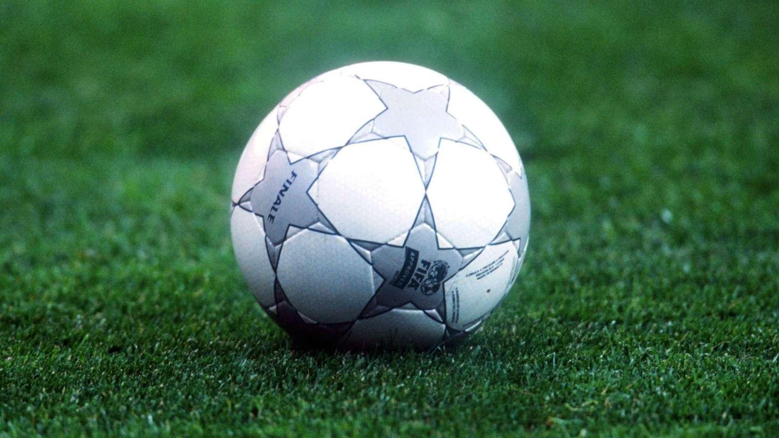 Bolas da Champions League: Finale 1