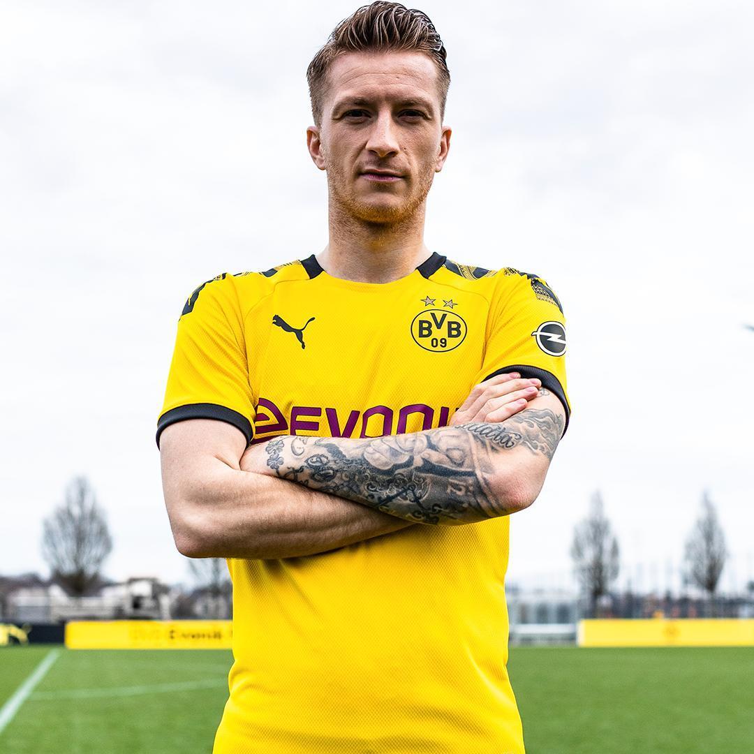 estrelas na camisa do futebol alemão Borussia