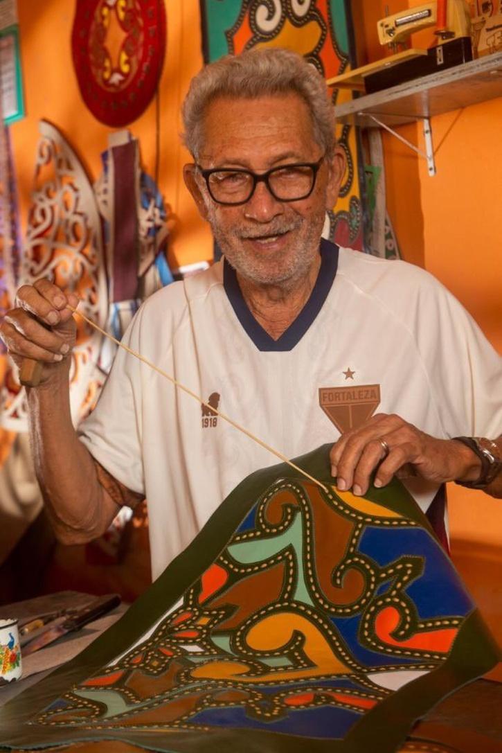 Fortaleza lança camisa feita por artesão
