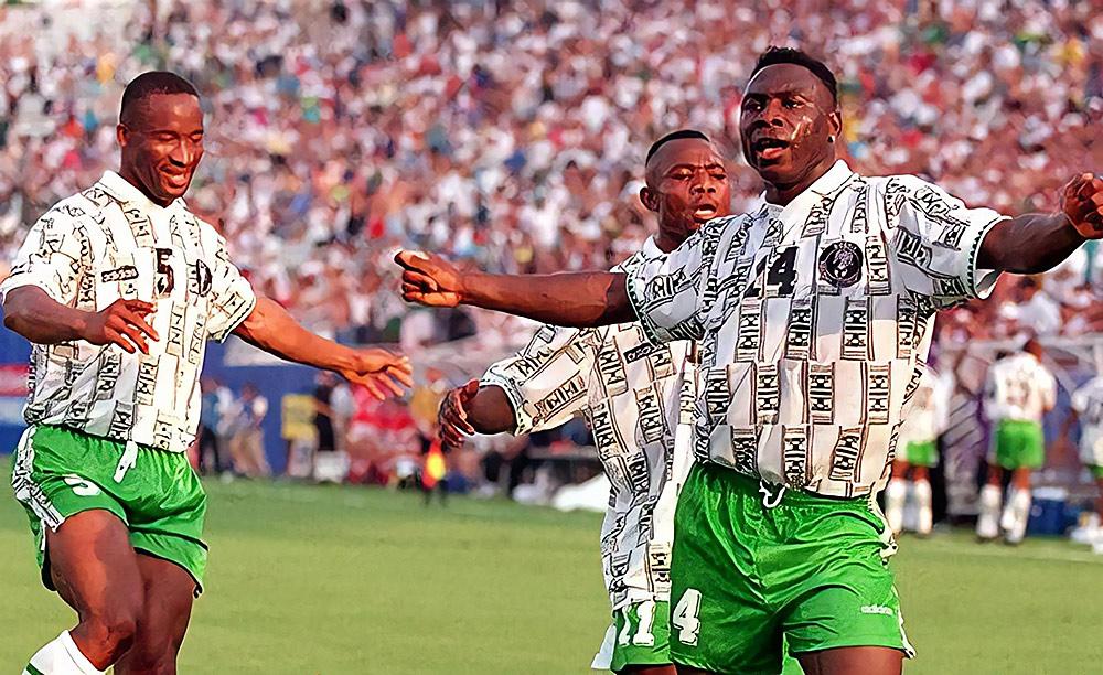 49b86b015 Os marcantes uniformes da Copa de 94