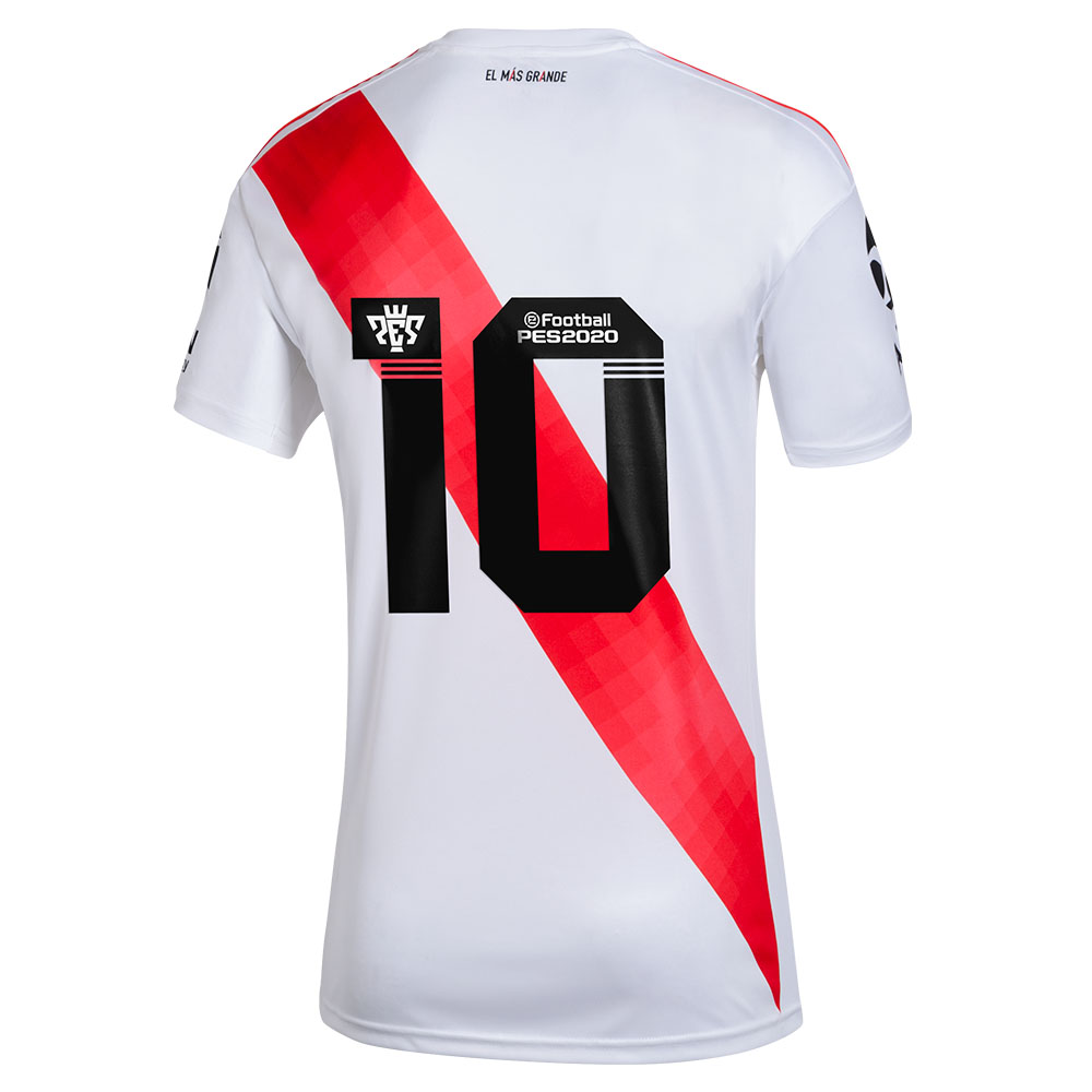 Camisa do River com número nas costas