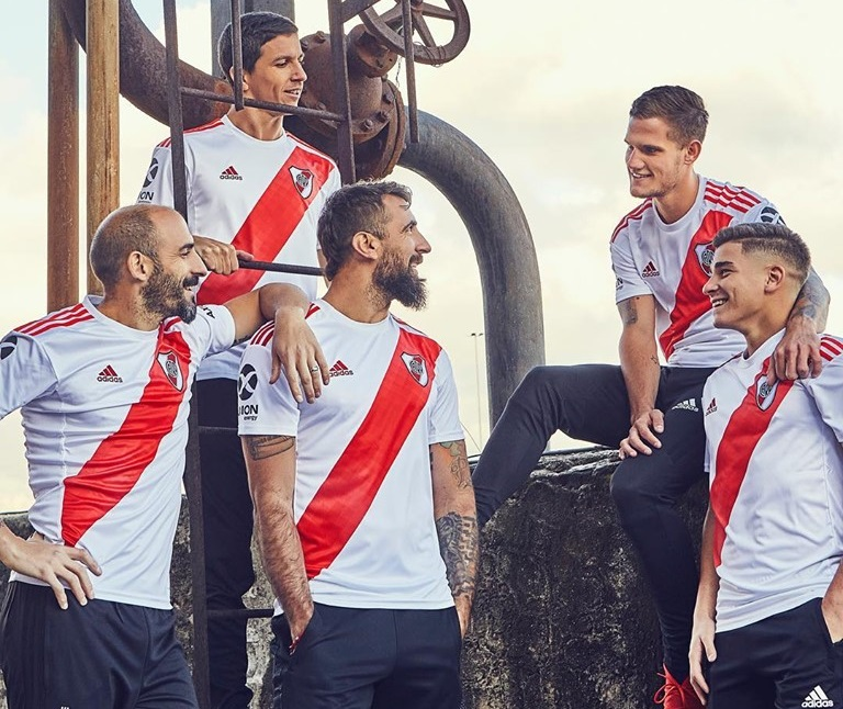A pesada camisa do River