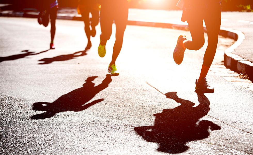 Tênis running promoção: conheça 10 calçados baratos para sua corrida